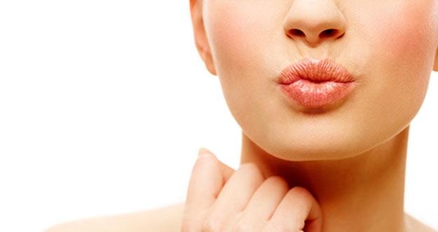 Cara Alami Membuat Bibir Lebih Merah