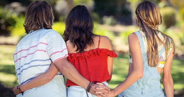 Alasan Perempuan Lebih Benci Orang Ketiga Daripada Suami Yang Selingkuh Darinya