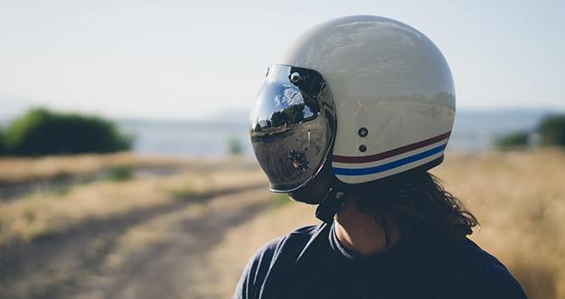 3 Tips Cegah Rambut Rontok Akibat Pakai Helm