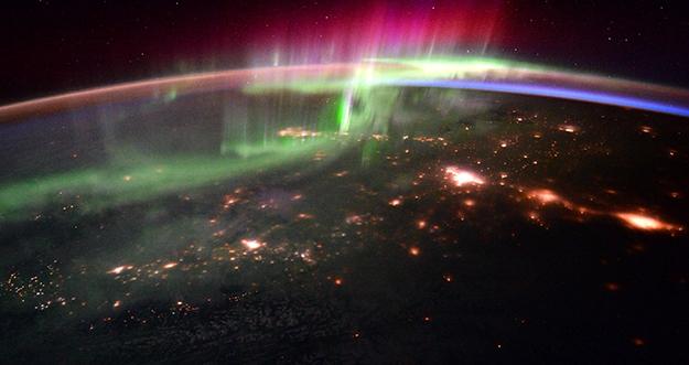 Cantiknya Aurora Dari Luar Angkasa