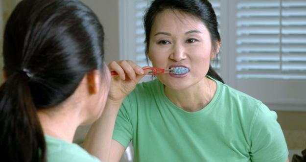 10 Kebiasaan Yang Dapat Merusak Gigi