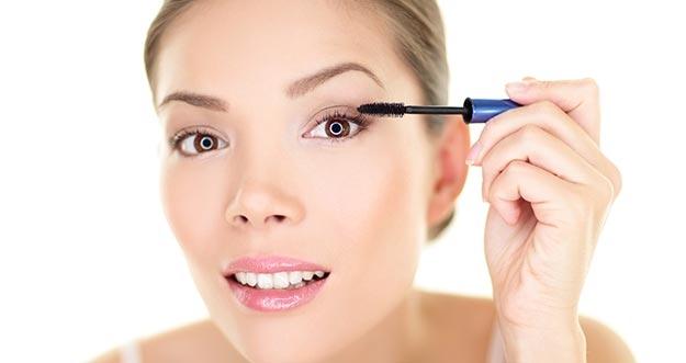 7 Tren Make-Up Wanita Yang Dibenci Pria
