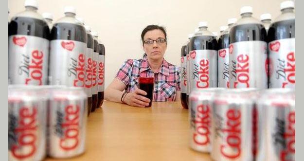 Wanita Ini Setiap Harinya Meminum 50 Kaleng Minuman Soda Karena Kecanduan