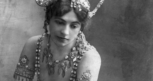 Wanita Cantik Yang Ternyata Agen Rahasia