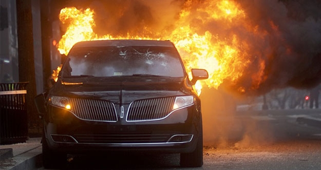 6 Hal Yang Bisa Menyebabkan Mobil Terbakar
