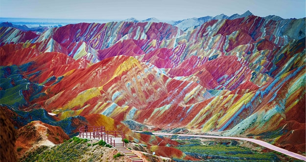 Indahnya Gunung Pelangi di Cina