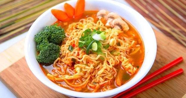 Bahaya Makan Mie Instan Dengan Nasi