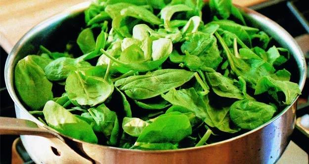 Memanaskan Kembali Sayur Bayam Dapat Mengancam Kesehatan