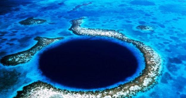 Misteri Lubang Raksasa di Great Barrier Reef Australia