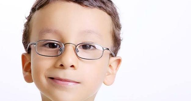 5 Tanda Anak Mengalami Gangguan Mata Dan Butuh Kacamata