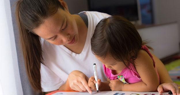 5 Cara Praktis Mengajarkan Anak Menulis