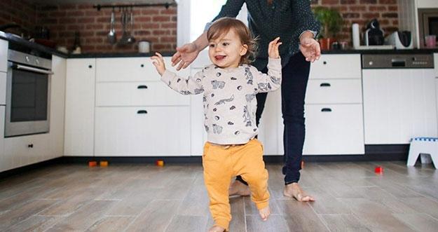 Cara Melatih Bayi Berjalan Yang Bisa Orang Tua Lakukan