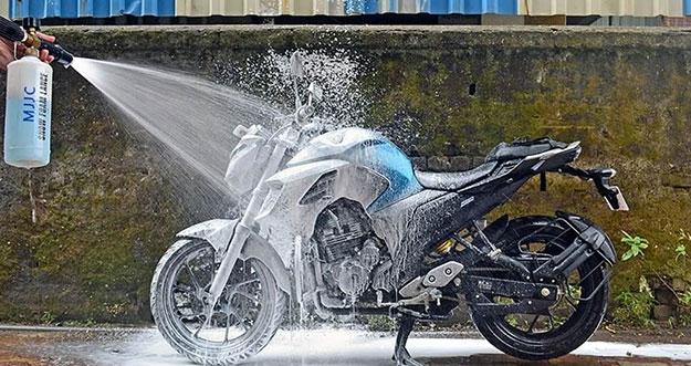 4 Bagian Tak Boleh Kena Air Saat Mencuci Motor