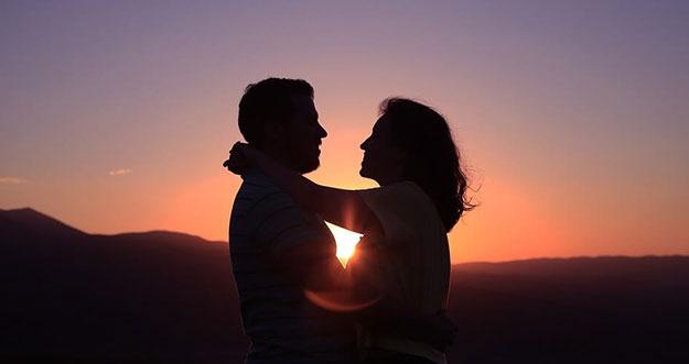 Tanda Kamu Sedang Jatuh Cinta