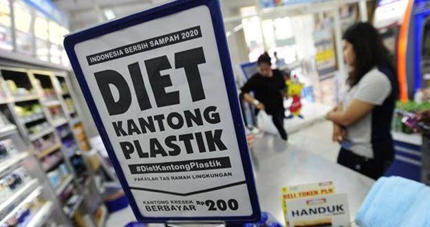 DKI Jakarta Mulai Larang Penggunaan Plastik Juli 2020
