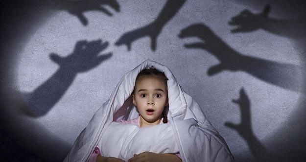 6 Trik Agar Buah Hati Tak Takut Gelap