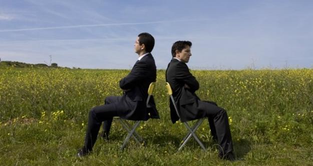 Cara Menghadapi Teman Kerja Sombong