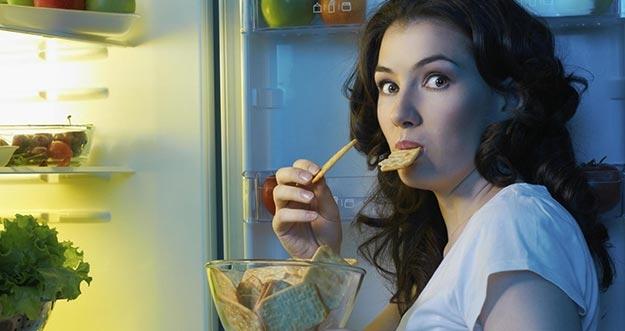 Meski Enak, 5 Makanan Ini Sebaiknya Tidak Dikonsumsi Sebelum Tidur