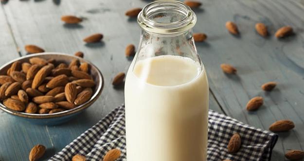 Manfaat Rutin Minum Susu Almond Untuk Kecantikan