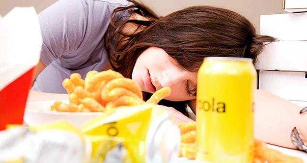 Penyebab Ngantuk Setelah Makan