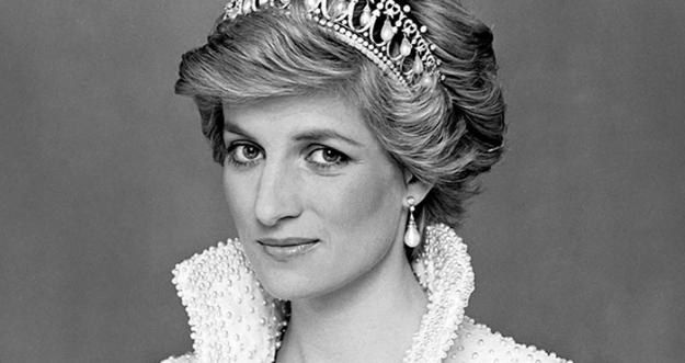 Mengenang Kembali Gaya Busana Dari Putri Diana
