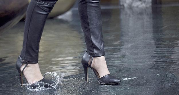Jenis Sepatu Yang Cocok Dipakai Saat Musim Hujan