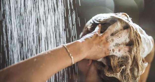 Cara Menghilangkan Ketombe dan Rambut Rontok
