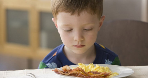 10 Tips Untuk Menghadapi Anak Yang Susah Makan