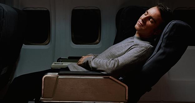 4 Tips Tidur Nyaman di Pesawat