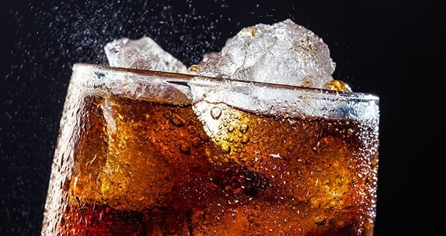Bahaya Minum Minuman Berpemanis dan Berkarbonasi