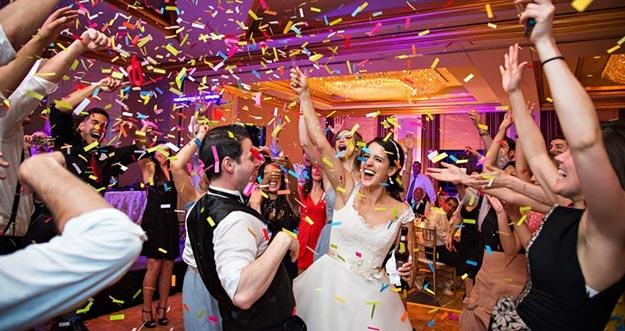 5 Tipe Unik Tamu Yang Selalu Ada Di Pesta Pernikahan