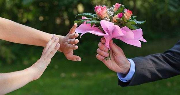 4 Tanda Cinta Bertepuk Sebelah Tangan
