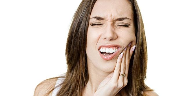 Penyebab Gigi Ngilu dan Goyang