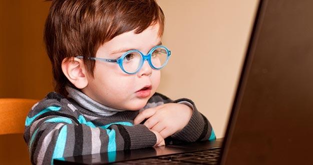 5 Cara Menjaga Kesehatan Mata Dari Layar Monitor