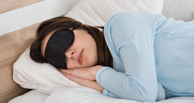 Mitos Tidur Miring Kiri Dapat Membebani Jantung