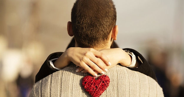 5 Hal Yang Dirasakan Saat Jatuh Cinta Pada Seseorang