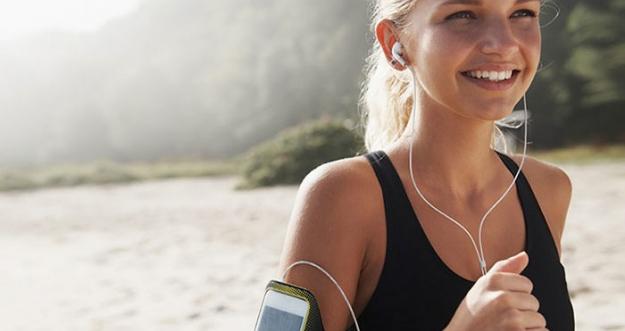 Olahraga Sambil Mendengarkan Musik Ternyata Lebih Asyik