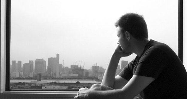 5 Hal Yang Dilakukan Pria Ketika Sedang Patah Hati