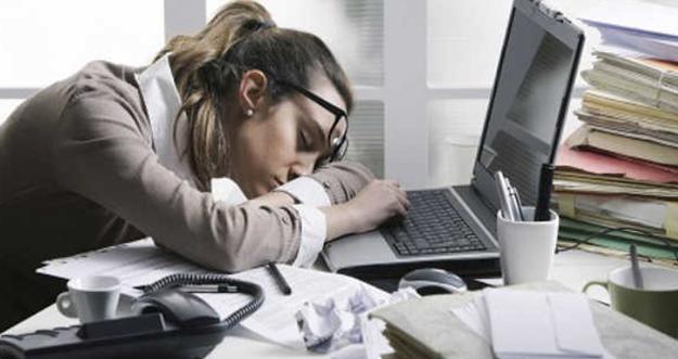 6 Cara Atasi Kantuk di Kantor Setelah Makan Siang