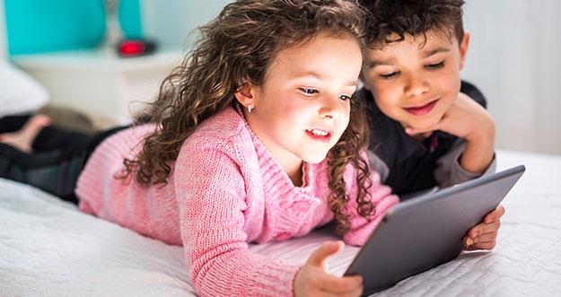 4 Cara Melindungi Anak Dari Pengaruh Negatif Media Sosial