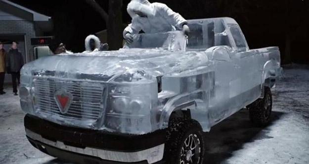 Ekstrim, Bodi Mobil Ini Terbuat Dari Es