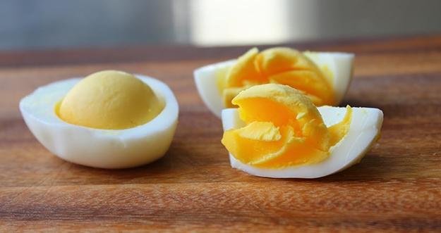 Lebih Sehat Mana, Telur Setengah Matang atau Telur Matang?