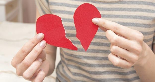 5 Kerugian Mencintai Seseorang Yang Tak Bisa Dimiliki