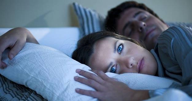 Hindari 8 Makanan Ini Jika Anda Ingin Tidur Nyenyak