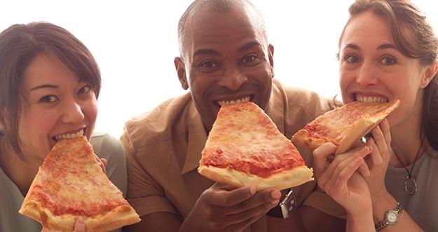 Cara Yang Benar Menyantap Pizza