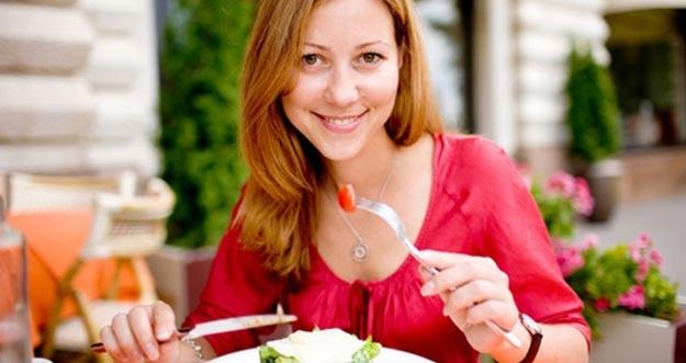Tebak Kepribadian Seseorang Melalui Kebiasaan Makan