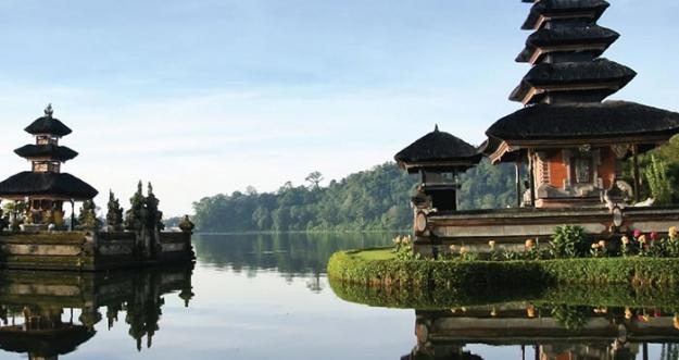 Kenapa Sih Kita Harus Liburan Keliling Indonesia?