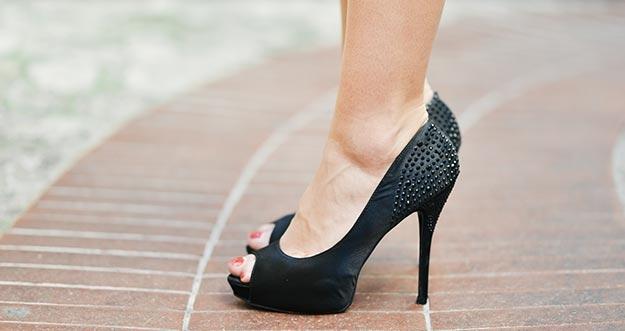 7 Tips Sehat Bagi Wanita Pecinta High Heels