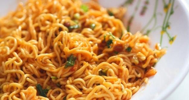 Bahaya Tantangan Makan Mie Instan 3 Kali Sehari