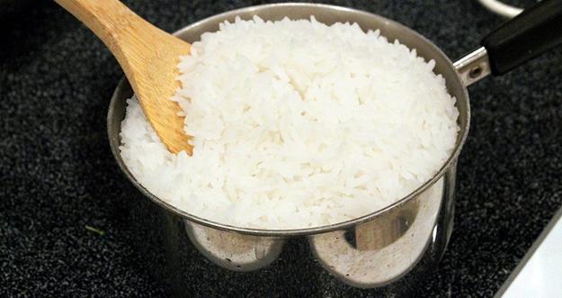 Cara Membuat Nasi Putih Yang Gurih